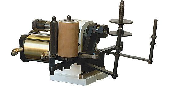 Stroj pro horkou ražbu